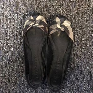 Burberry ballet flats with signature silk bow